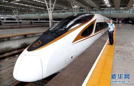 """""""复兴号""""开始在京沪高铁运行"""