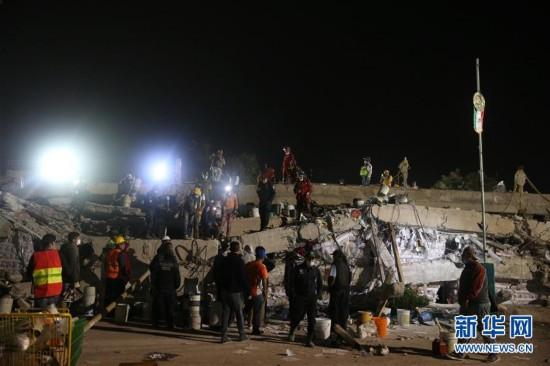 多方力量紧急救援墨西哥地震灾区(组图)