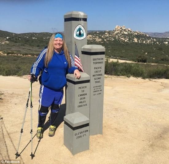 身残志坚!美瘫痪女子完成4264公里徒步旅行