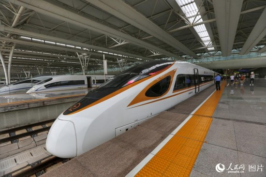 """京沪高铁""""复兴号""""开跑""""350"""" 北京到上海仅需4小时28分"""
