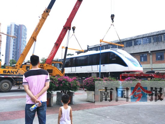 柳州轻轨样车亮相工博 为全自动无人驾驶列车(图)