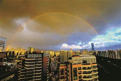 深圳上空雨后双彩虹