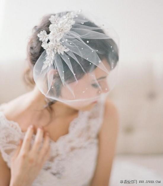 轻便贵族风范 复古短头纱打造个性新娘造型图片