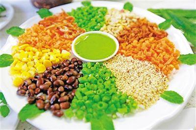 舌尖上的儋州 就是不一样        儋州美食,像儋州文化一样,源远流长,种类丰富,口感独特。