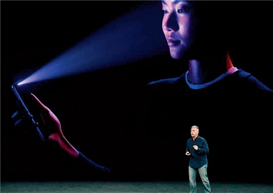 86-1 苹果新机iPhone X 亮相,哪怕夜间也能识别你的面部。