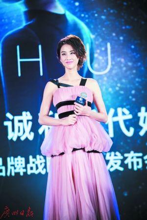 黄圣依以歌手身份重新出发 老公杨子支持