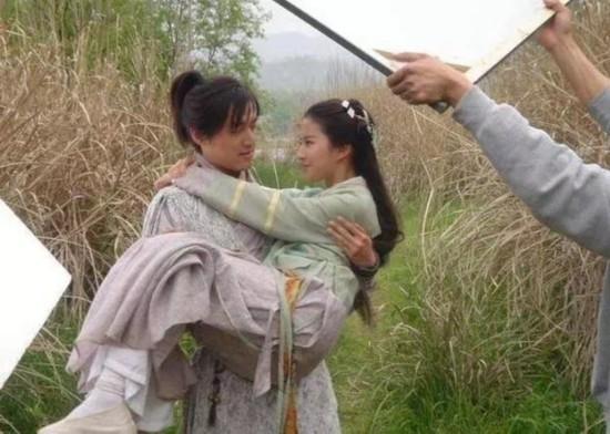 胡歌刘亦菲版 仙剑 旧照曝光 幕后片场欢乐多