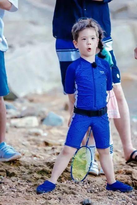 穿着两年前的衣服嗯哼大王重出江湖,脑回路清奇到他爹都无奈啊!