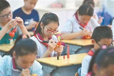 非遗传承人走进南京校园 学生感受文化魅力