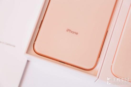 iPhone 8 Plus背板做到了极致简约