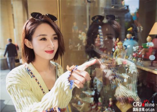 赵丽颖米色毛衣亮相巴黎街头被说土 赵丽颖的时尚感为什么那么差