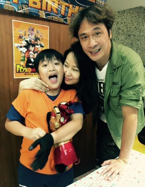 吴镇宇为儿子庆生费曼妈妈罕见出镜9岁费曼长大了变得圆乎乎