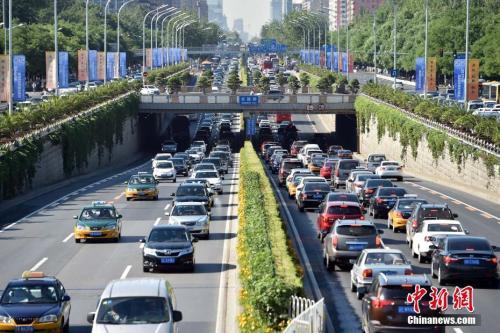 """中国出台汽车行业""""双积分""""政策"""