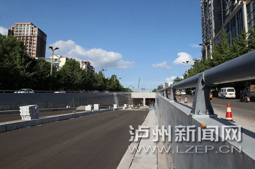 龙马大道下穿隧道主体工程已经结束,目前正在进行工程收尾 记者 李佑天羽 摄