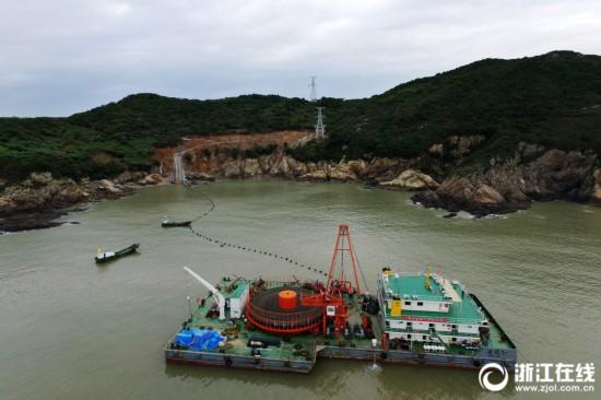 浙江首个海上风电场最后一条220千伏海缆顺利登陆
