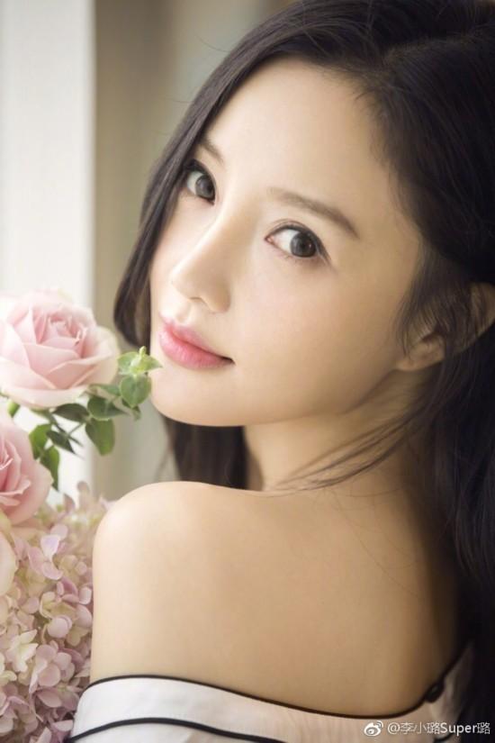 李小璐晒清纯美照 长发披肩面若桃花图片