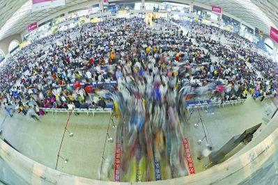 38万旅客昨涌向三大火车站