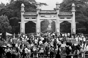 游客纷至沓来 10月2日南京各景区将迎客流高峰