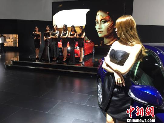 """高新科技""""加持""""豪车71个品牌近2000台展车亮相南京"""