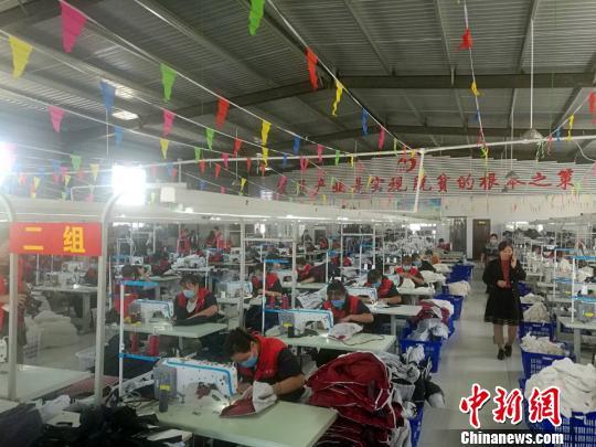 河南范县扶贫:家门口就业农民也有了双休日