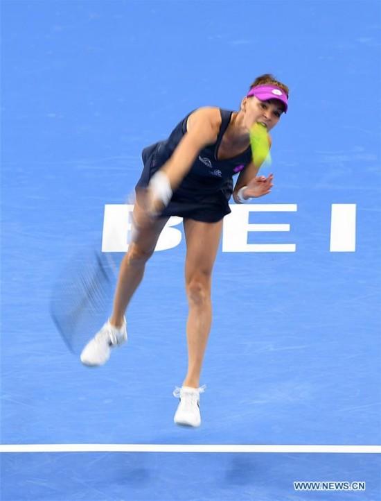 Radwanska beats Zhang Shuai 2-0 at China Open