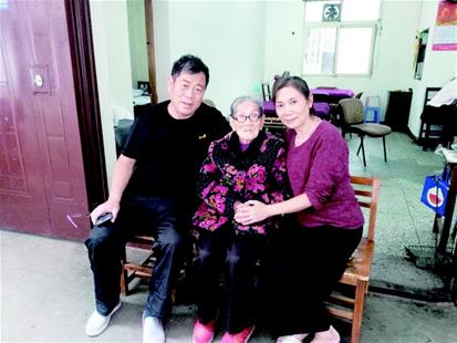 """儿女孝顺生活幸福 103岁太婆感叹""""赶上了好时代"""""""