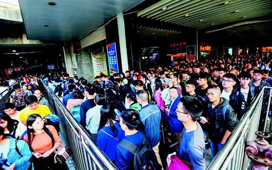 武铁7日发送乘客85万人次 赶超春运客流最高峰