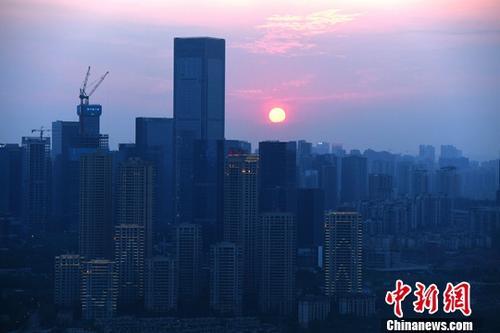 资料图为重庆高楼.中新社记者 陈超 摄-国庆热点城市楼市遇冷 租赁 图片