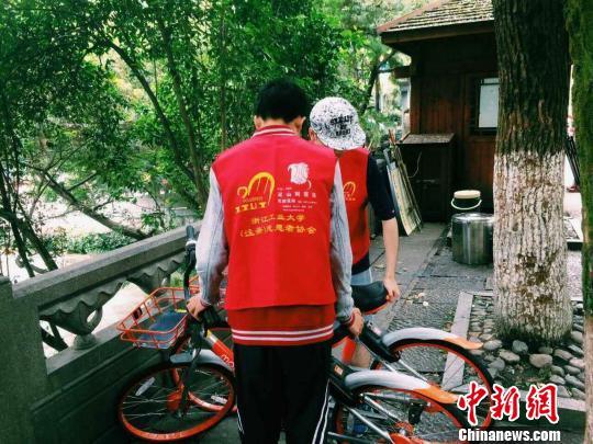 """杭州西湖景区精细管理多方共治""""骑好""""共享单车"""