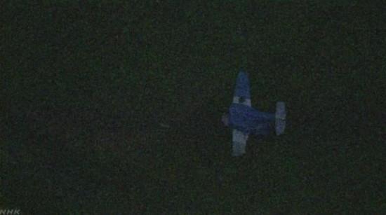 日本一小型机起飞时发生侧翻 4人受伤