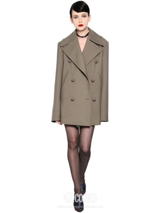 外套来自Nina Ricci 售价16829元 可从意大利Luisaviaroma购买