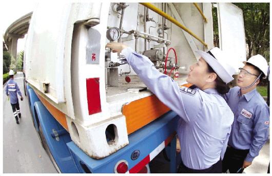 上海开展危化品运输车辆整治行动