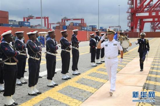 中国海军和平方舟医院船首访刚果(布)