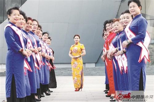 徐州云龙湖畔现旗袍慢走队 队员平均年龄55岁