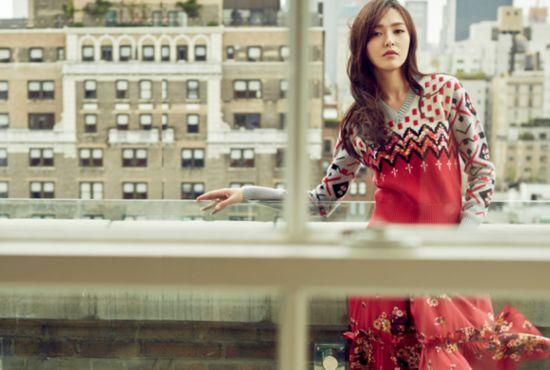 唐嫣登杂志封面 自然随性冷峻迷离演绎秋季时尚