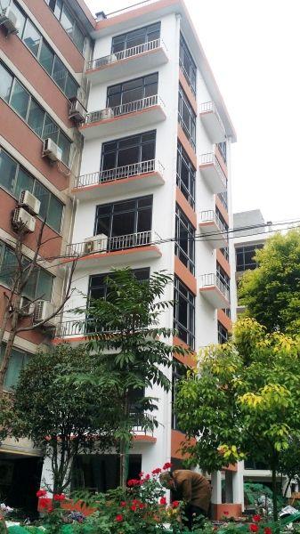 郑州一老旧小区成功装上电梯 老楼旧貌换新颜