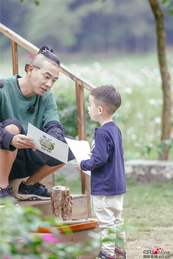 《爸爸去哪儿5》小小春高情商获陈小春默赞