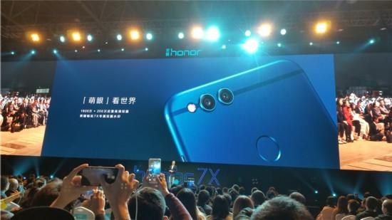 全面屏手机迎来千元级产品女生荣耀畅玩7X发正装杀手图片