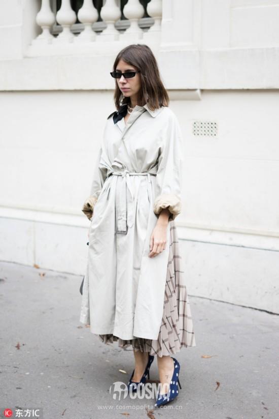 Natasha Goldenberg身着Balenciaga风衣