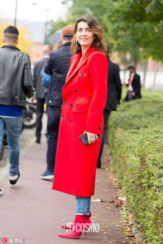 大衣来自Balenciaga