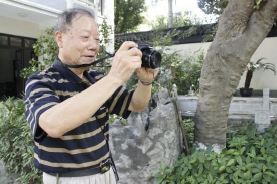 苏州市民痴迷摄影 用镜头记录城市变迁