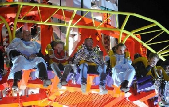 at娱乐英游乐场跳楼机发生故障游客被困半空长达7小时