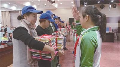 南通海门小学生向青海藏区捐书2800多册
