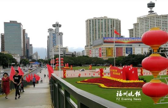 红旗花卉扮靓福州五一广场