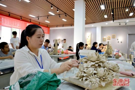 德化:传承工匠精神 50多人切磋陶瓷雕塑技艺