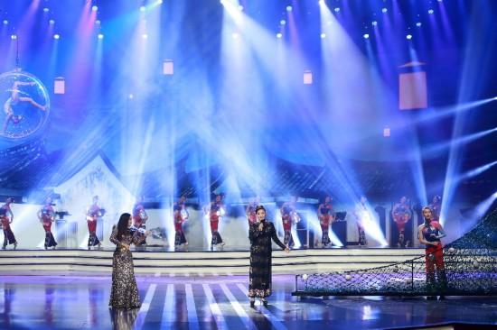 王莉、郭蓉联袂演唱歌曲《海峡月光曲》