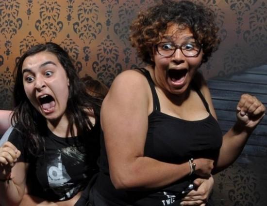 鬼屋加拿大表情微信晚安动态表情图片大全可爱图片v鬼屋受逗趣游客惊吓图片