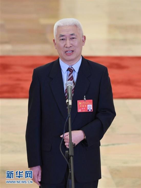 (十九大・党代表通道)(16)采访党代表