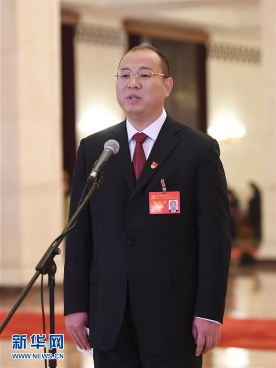 (十九大・党代表通道)(21)采访党代表