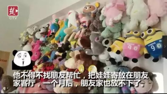 90后男生9个月夹走3000个娃娃 老板们求他别来了